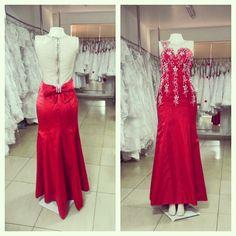 Um vermelho lindo, com costas abertas e esse laço que dá o toque final. <3 #prom #promdresses #graduation #party #dresses #style #glam