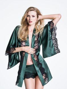 20 Pretty Robes to Snuggle Up In Siren Short Kimono Lingerie Verde, Sexy Lingerie, Lingerie Bonita, Green Lingerie, Satin Lingerie, Pretty Lingerie, Luxury Lingerie, Boho Chic, Kimono Dressing Gown