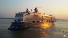 Die Mein Schiff 4 im Sonnenuntergang