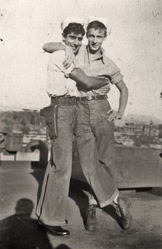 The Vintage Life Vintage Sailor, Vintage Love, Vintage Images, Vintage Men, Vintage Couples, Village People, Gay Couple, Man In Love, Vintage Photographs