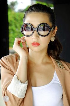Thirstythought by Kryz Uy : DESIGNER INSPIRED ROUND CIRCLE HALF TINTED LENS SUNGLASSES 8511