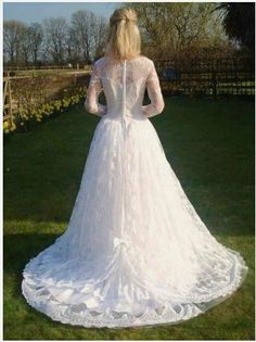 1950's style wedding dress. So pretty! Notice the cute little bow!