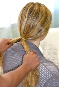 How to do a fishtail braid? Ways to make a fishtail braid. Easy steps to make a fishtail braid. Instructions to make fishtail braid. Box Braids Hairstyles, Try On Hairstyles, Braided Hairstyles Tutorials, Hair Tutorials, Hairdos, Braiding Your Own Hair, Hair Fixing, Fishtail Ponytail, Braids Step By Step