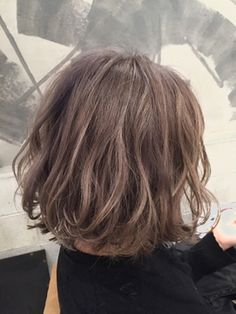 コキャンコレット(COQUIN colette) グレージュふんわりボブ Like the colour and style Permed Hairstyles, Diy Hairstyles, Pretty Hairstyles, Short Curls, Short Wavy Hair, Medium Hair Styles, Short Hair Styles, Hair Arrange, Corte Y Color