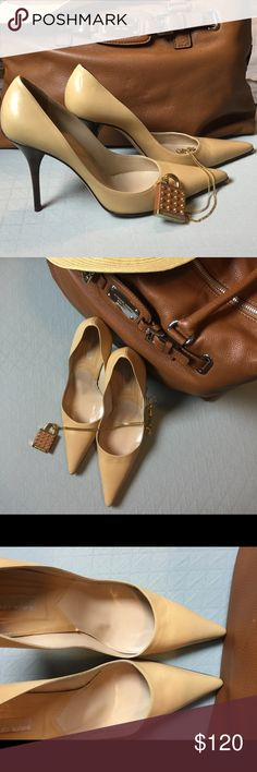 """MICHAEL KORS Pumps w/Tortoise Spike Heel😍 """"Vintage"""" - Made in ITALY, EXCELLENT craftsmanship shown in this shoe. Only worn for a couple of hours to a wedding.  Like new, No scuffs or scratches on the shoe or heel 😅!   Inside shoe is also Squeekie clean!  Sorry no box. Michael Kors Shoes Heels"""