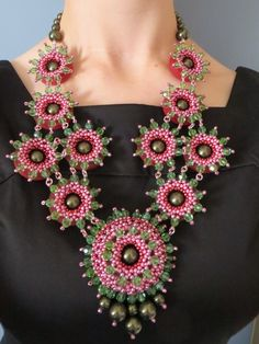 Glam Garland Pattern by Jean Campbell as seen in BeadWork Magazine December 2009