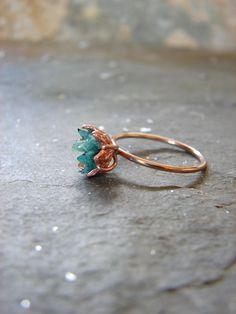 Anel esmeralda em bruto, rosa de ouro e afegão Panjshir anel de esmeralda, noivado de gemstone cru, anel de maio Birthstone feminino, flor de lótus jóias #