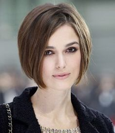 Unique Ideas Can Change Your Life: Fringe Hairstyles Wavy women afro hairstyles black art.Women Hairstyles With Bangs Over 40 wedge hairstyles with bangs.Updos Hairstyle With Veil. Bob Haircut For Round Face, Oval Face Haircuts, Short Bob Haircuts, Oval Face Hairstyles Short, Everyday Hairstyles, Straight Hairstyles, Graduated Bob Haircuts, Haircut Bob, Haircut Style