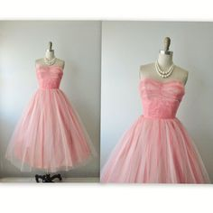 a4cd31df80 50 s Prom Dress    Vintage 1950s Strapless Coral Pink Tulle Full Wedding  Party Prom Dress Tea Gown S