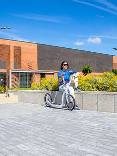 Foldable adult kick-scooters by Swifty feature unique foldable design and big wheels. Effortlessly glide over any uneven city road surfaces. Scooter Bike, Kids Scooter, Bicycle, City Road, Big Wheel, Scooters, Chill, Kicks, Urban