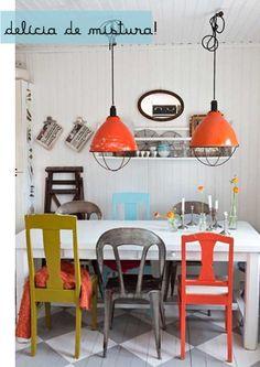 Mix de cadeiras!  http://www.minhacasaminhacara.com.br/decorando-a-sala-de-jantar/