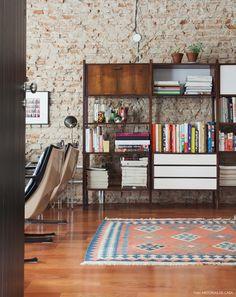 quem gosta de móveis vintage vai adorar a história dessa casa, que mistura o retrô ao industrial com muito estilo