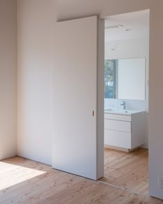 Gallery of House in Takatori / Tatsunori Kakuno / tatta archi .- Gallery of House in Takatori / Tatsunori Kakuno/ tatta architects – 12 – Gallery of House in Takatori / Tatsunori Kakuno / tatta - Sliding Door Room Dividers, Sliding Bathroom Doors, Internal Sliding Doors, Sliding Door Design, Room Divider Doors, Modern Sliding Doors, Sliding Door Systems, Kitchen Doors, Bedroom Doors