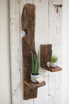 Recycled Pallet Small Recycled Wood Wall Shelf - Description: Length 6 Width 5 Height 9 TRANSLATION = The French Industrial Show ench Industrial Show Shipping Diy Wood Shelves, Reclaimed Wood Shelves, Wood Wall Shelf, Wood Floating Shelves, Reclaimed Timber, Timber Shelves, Diy Shelving, Rustic Wood Shelving, Small Wall Shelf