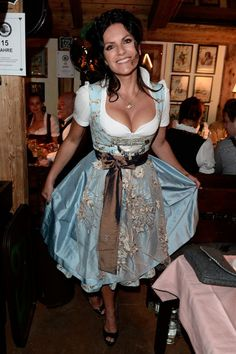 Dirndlalarm: The most beautiful Oktoberfest-Looks of the last years - O'zapft is! Oktoberfest Outfit, Oktoberfest Beer, Octoberfest Girls, Drindl Dress, Beer Maid, German Women, German Girls, Beer Girl, Fru Fru