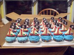 BB Cakes: Pirate cake and cupcakes