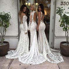 Always stunning in @bertabridal via @chicparisien. #bertabridal #futuremrs #bridal #hautecouture #bride #stunning #wedding #luxurydesigner #luxurywedding #weddinginspiration #weddingideas #ido #fashion #engaged #perfection #mondaymotivation #love #brideto