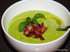 Grønn ertesuppe med bacon. Som hovedrett, tilsett gjerne en gulrot, en purre og 100 g pasta i tillegg.