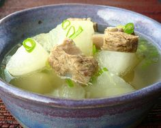 winter-melon-in-pork-riblet-broth-canh    http://tianguyen.blogspot.com/2008/07/winter-melon-in-pork-riblet-broth-canh.html