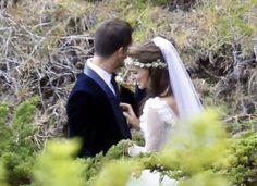 Em cerimônia fechada, Natalie Portman sobe ao altar com Benjamin Millepied.
