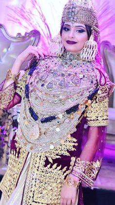 Kaftan Moroccan, Chinese Kimono, Lace Tunic, Mode Hijab, Muslim Women, Traditional Outfits, White Lace, Culture, Costumes