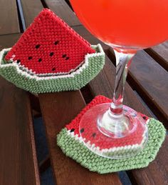 Coasters Plastic Canvas, Needlepoint, Wine Glass, Alcoholic Drinks, Coasters, Blog, Blanket, Crafts, Log Projects