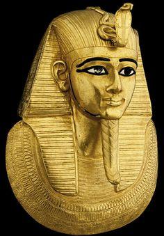 Masque funéraire de Psousennes 1er, 3e période intermédiaire, Le caire (JE 85913)