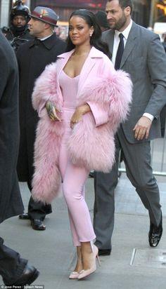 Rihanna in pink | ROCK'N'FIOCC