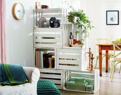 10 Ways to Turn Wooden Crates Into Cool Furniture - Coziness through Sight . - 10 Ways to Turn Wooden Crates Into Cool Furniture – Comfort through privacy, usable from both sid - Old Wooden Crates, Wooden Boxes, Wooden Benches, Wooden Pallets, Room Divider Diy, Room Dividers, Wooden Crate Room Divider, Wooden Room, Drawer Dividers