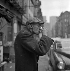 Frank Oscar Larson. Man drinking. The Bowery, 1953. [::SemAp::]