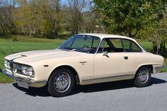 1961-1968 ALFA ROMEO 2600 SPRINT - designed by Giorgetto Giugiaro at Carrozzeria Bertone of Turin.