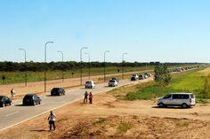 Turismo: Picos de 1.200 autos por hora en las rutas de Chubut http://www.ambitosur.com.ar/turismo-picos-de-1-200-autos-por-hora-en-las-rutas-de-chubut/ El secretario de Turismo y Áreas Protegidas del Chubut, Carlos Zonza Nigro, se refirió al movimiento turístico que tuvo la provincia los primeros días de enero. E invitó a acompañar a las localidades y pueblos chubutenses en las fiestas populares que ya comenzaron a realizarse.     El secretario de Turismo y Áreas