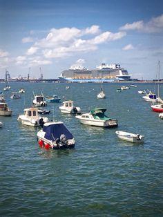 Ferry en el Puerto de Getxo Photo: @oihanaoh