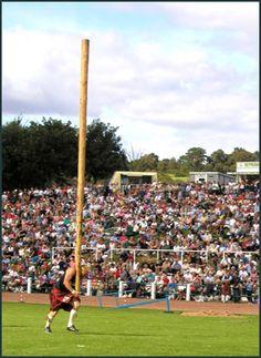 Le Caber (lancé de tronc) lors des épreuves Écossaises des Highland Games.