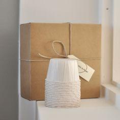 Moules en papier plissé blanc. Hauteur 4 cm. Diamètre 6 cm. Lot de 20. ... Pour les livraisons internationales, indiquez le pays de li...
