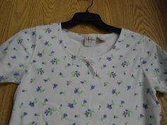 NWOT LT Casuals by Liz Thomas WhiteTee Top or Shirt w/ Purple Violets  Sz L/G #LTCasuals #BasicTee