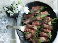 Röllchen aus Bündnerfleisch mit Büffelmozzarella ist ein Rezept mit frischen Zutaten aus der Kategorie Rind. Probieren Sie dieses und weitere Rezepte von EAT SMARTER!