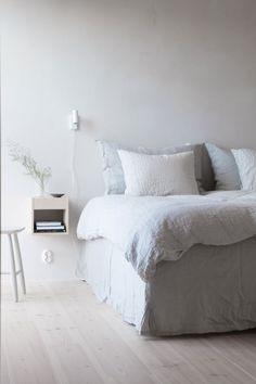 Cozy Bedroom, Bedroom Wall, Bedroom Decor, Bedroom Flooring, Bedroom Furniture, Zen Home Decor, Bedroom Accessories, Awesome Bedrooms, Bedroom Styles