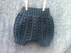 Baby Bloomers Bobbles, Crochet, Hæklet http://karinabrandstrup.wix.com/tilsmaarollinger http://karinabrandstrup.wix.com/tilsmaarollinger English Pattern https://www.etsy.com/dk-en/shop/KarinaBrandstrup?ref=hdr_shop_menu