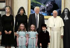 Being The Pope isn& easy. Just ask Pope Francis. Or better still, just look at this picture of him posing with Donald Trump. He& trying to smile. But some challenges are just too great, even for a man with God on his side. Donald Trump, Papa Francisco, Ivanka Trump, Illuminati, Pope Francis Memes, Black Rocks, Awkward Photos, Religion, The Shining