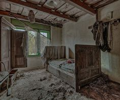 'Wasps', an abandoned bedroom by Alessandro Romanelli