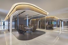 Intriguing use of curved glass and lighting - 飞视设计--杭州绿地中央广场智慧办公 5548738 Corporate Interior Design, Corporate Interiors, Office Interiors, L Office, Office Workspace, Commercial Design, Commercial Interiors, Glass Partition Designs, Futuristic Interior