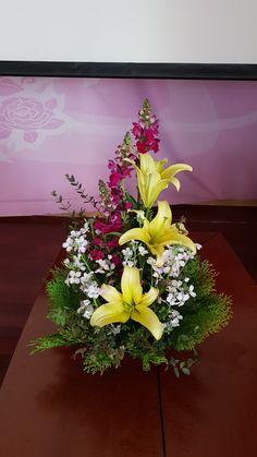 Lily Bouquet Wedding, Calla Lily Bouquet, Church Flowers, Funeral Flowers, Church Altar Decorations, Ikebana, Flower Designs, Floral Arrangements, Beautiful Flowers