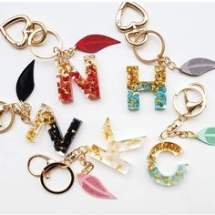 Diy Resin Charms, Diy Resin Keychain, Diy Clay Earrings, Keychains, Diy Resin Projects, Diy Resin Art, Resin Crafts, Diy Crafts For Girls, Diy Arts And Crafts