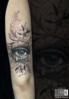 """𝑹𝒆𝒂𝒍𝒊𝒔𝒕𝒊𝒄 𝑬𝒚𝒆 𝑻𝒂𝒕𝒕𝒐𝒐 """"Gương mặt là tấm gương phản chiếu tâm trí, và đôi mắt không nói nên lời sẽ thổ lộ những bí mật của trái tim."""" Tác phẩm được thực hiện bởi Artist Ti tại 1984 Studio Hà Nội. ______________________________________ 𝑹𝒆𝒂𝒍𝒊𝒔𝒕𝒊𝒄 𝑬𝒚𝒆 𝑻𝒂𝒕𝒕𝒐𝒐 """"The face is the mirror of the mind, and eyes without speaking confess the secrets of the heart."""" - St.Jerome - Work done by Artist Ti in 1984 Studio Hanoi. Eye Tattoo On Arm, Third Eye Tattoos, Back Of Arm Tattoo, Girl Neck Tattoos, Face Tattoos, Best Sleeve Tattoos, Body Art Tattoos, Cool Little Tattoos, Egyptian Eye Tattoos"""