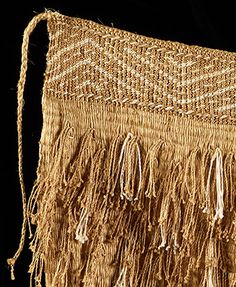 Rāpaki (traditional kilt) made in 2006 by master weaver Karl Leonard, with detailed research Flax Weaving, Weaving Art, Weaving Patterns, Basket Weaving, Maori Designs, Finger Weaving, Maori Art, Kiwiana, Textiles