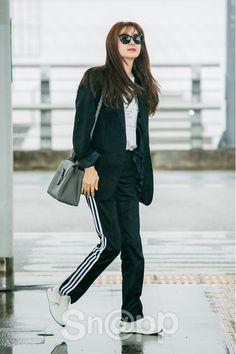 Lee Yo Won Lee Yo Won, What Is Trending Now, Korean Actresses, Korean Celebrities, Airport Style, Korean Beauty, Korean Drama, Night Light, Ulzzang