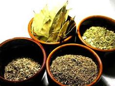 how to use herbs in charms and sachets Types Of Tea, Garden Oasis, Tea Blends, Non Alcoholic Drinks, Verbena, Drinking Tea, Spice Things Up, How To Dry Basil, Tea Time