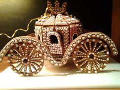 A GINGERBREAD HOUSE CARRIAGE FIT FOR A PRINCESS!!! Inspirational! #GingerbreadHouses