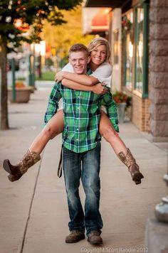Boyfriend and girlfriend senior photos